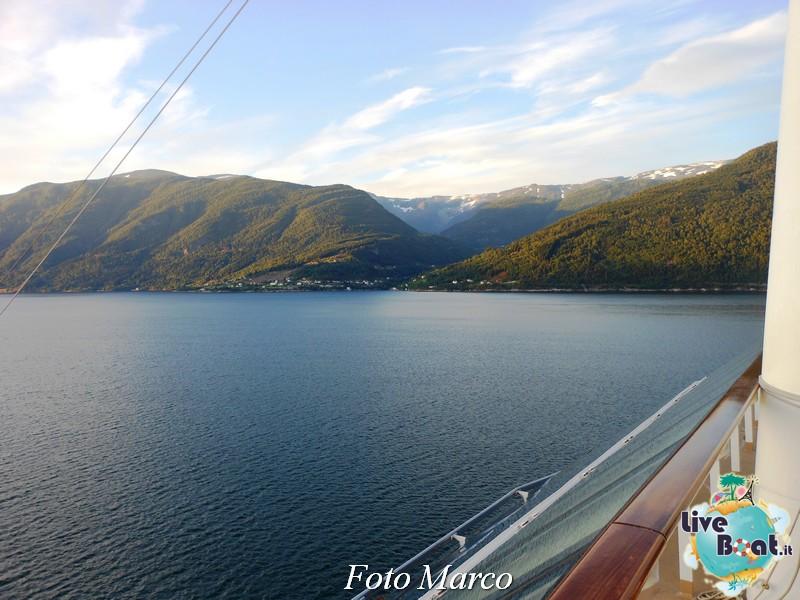 Navigazione turistica lungo il Sognefjord-45-liveboat-fiordi-jpg