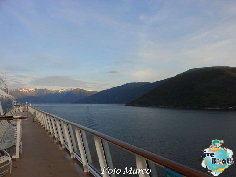 Navigazione turistica lungo il Sognefjord-46-liveboat-fiordi-jpg