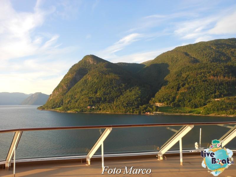 Navigazione turistica lungo il Sognefjord-48-liveboat-fiordi-jpg