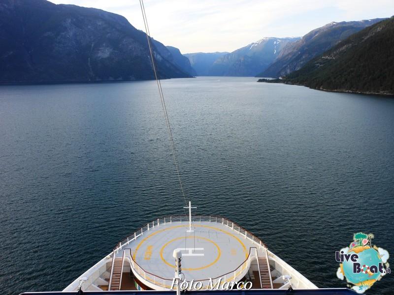 Navigazione turistica lungo il Sognefjord-56-liveboat-fiordi-jpg