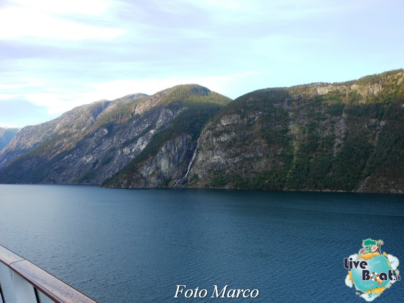 Navigazione turistica lungo il Sognefjord-57-liveboat-fiordi-jpg