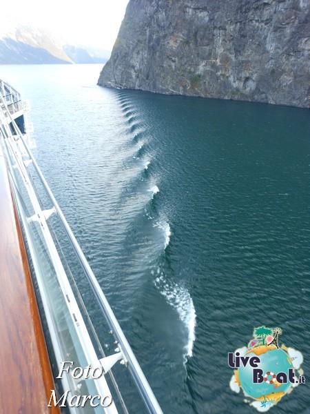 Navigazione turistica lungo il Sognefjord-61-liveboat-fiordi-jpg