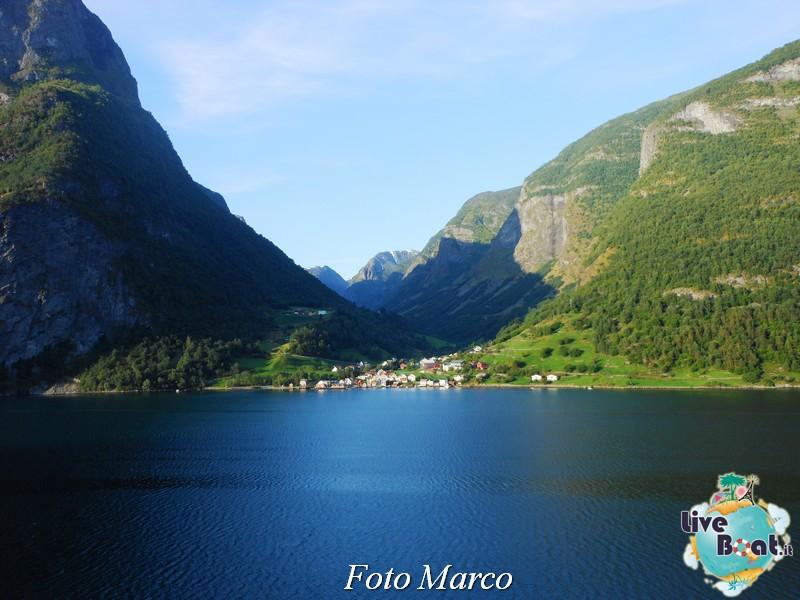 Navigazione turistica lungo il Sognefjord-62-liveboat-fiordi-jpg