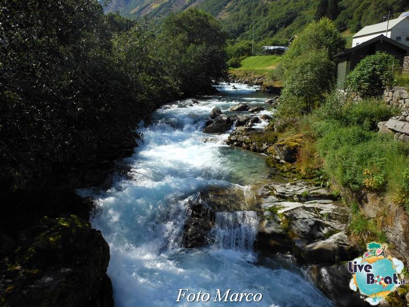 Cosa visitare a Flam -Norvegia--71-liveboat-fiordi-jpg