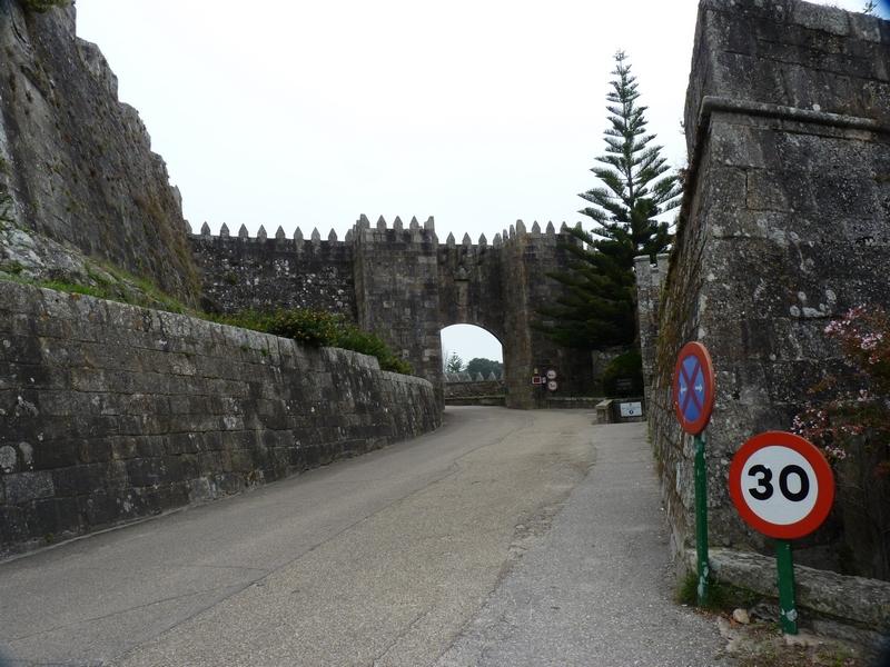 Costa Atlantica: le Grandi Capitali dal 4 al 14 settembre-salita-castello-3-jpg