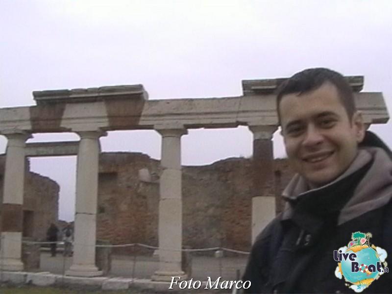 Cosa visitare a Napoli -Italia--18-liveboat-napoli-jpg