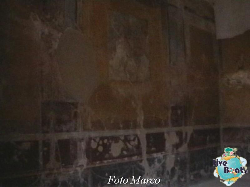 Cosa visitare a Napoli -Italia--25-liveboat-napoli-jpg