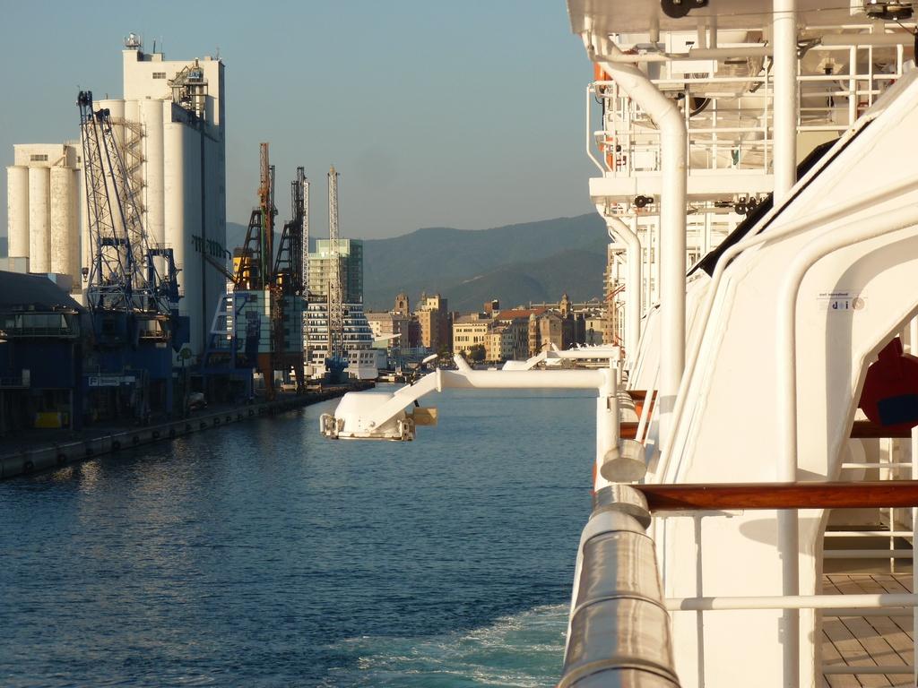 Costa Atlantica: le Grandi Capitali dal 4 al 14 settembre-arrivo-savona-jpg