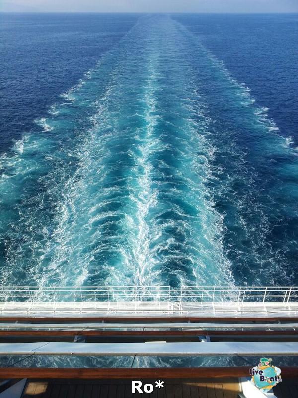 2014/04/10 Partenza da Savona Costa Favolosa-3-costa-favolosa-rosso-amaranto-partenza-savona-diretta-liveboat-crociere-jpg