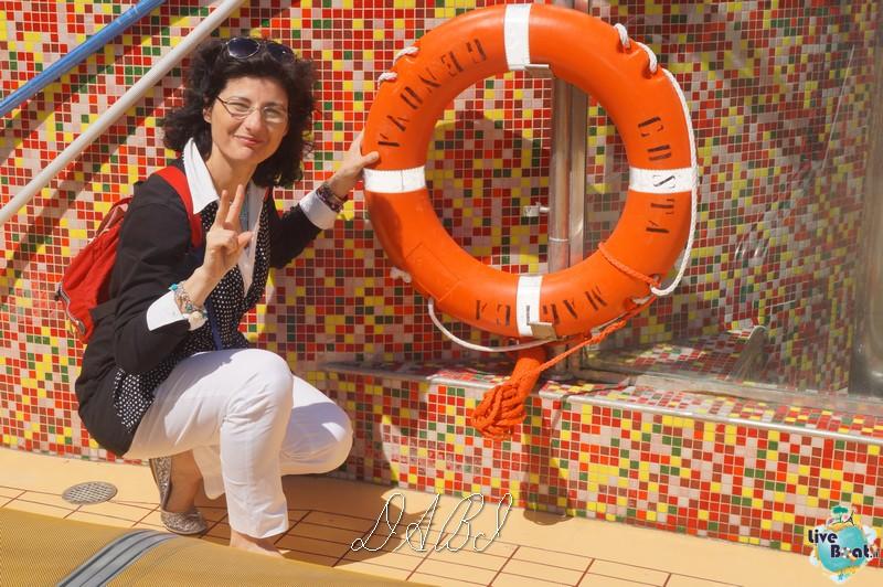 """Le foto col salvagente """" le nostre ciambelle """"-costamagica71liveboatcrociere-dabi-jpg"""