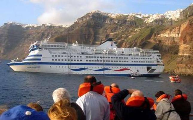 Traghetto con 190 a bordo si incaglia a Santorini - Grecia-greece_ferry_wideweb__470x304-0-khue-645x400-meditelegraphweb-jpg