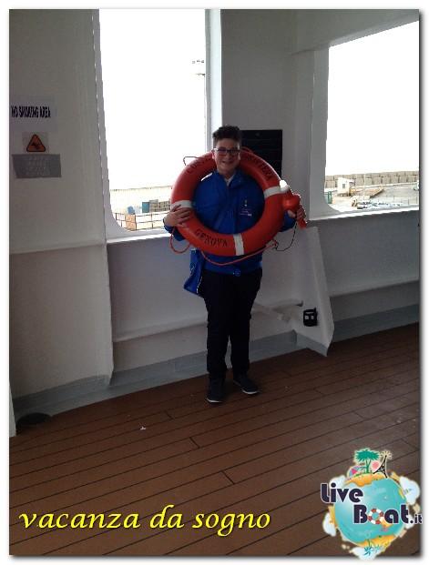 """Le foto col salvagente """" le nostre ciambelle """"-2costa-neoriviera-liveboatcrociere-costaneoriviera-costacrociere-direttaliveboatcrociere-jpg"""