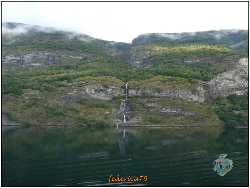 Navigazione turistica lungo il Sognefjord-flam00006-jpg