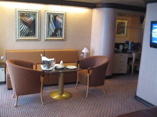 Gran suite e suite centrale con balcone  Costa Luminosa-suite-costa-luminosa-3-jpg