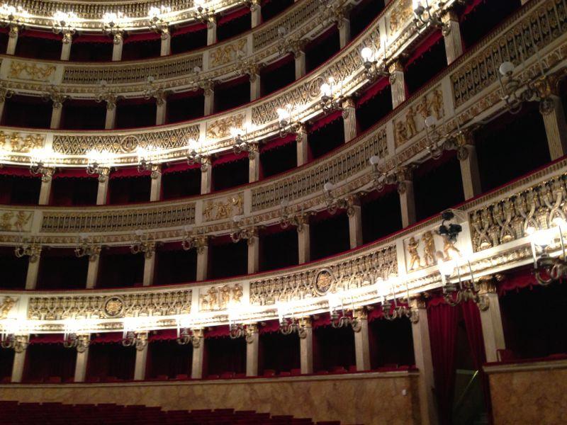 201306/09 Napoli-napoli-teatro-san-carlo-liveboat-crociere-1-jpg