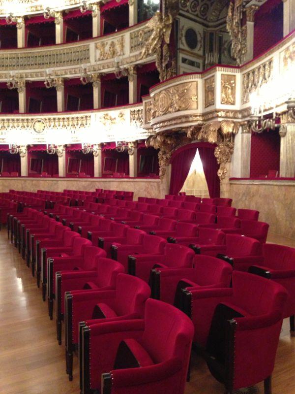 201306/09 Napoli-napoli-teatro-san-carlo-liveboat-crociere-2-jpg
