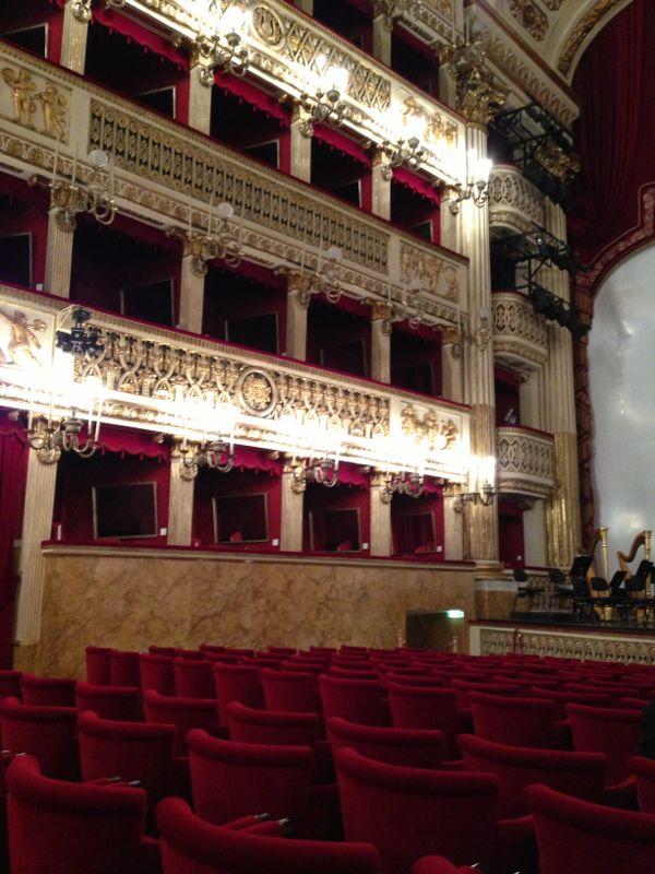 201306/09 Napoli-napoli-teatro-san-carlo-liveboat-crociere-16-jpg