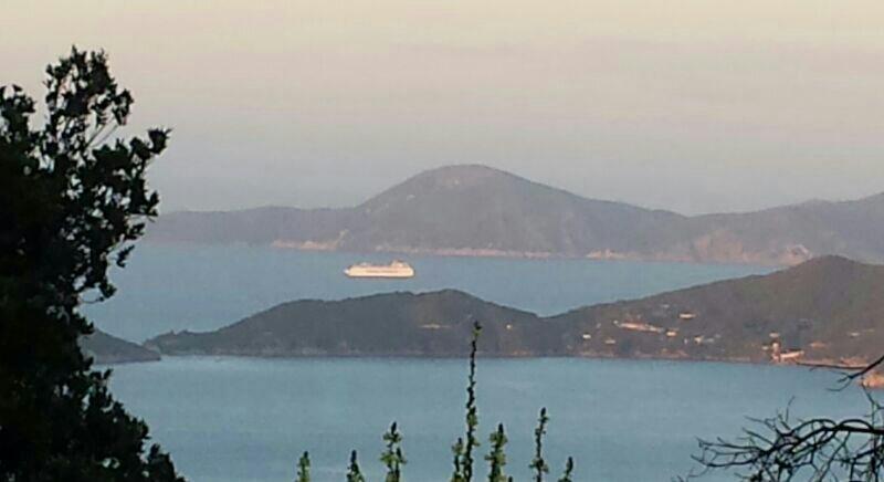 Porto di Portoferraio tutte le navi 2014-uploadfromtaptalk1405024442118-jpg