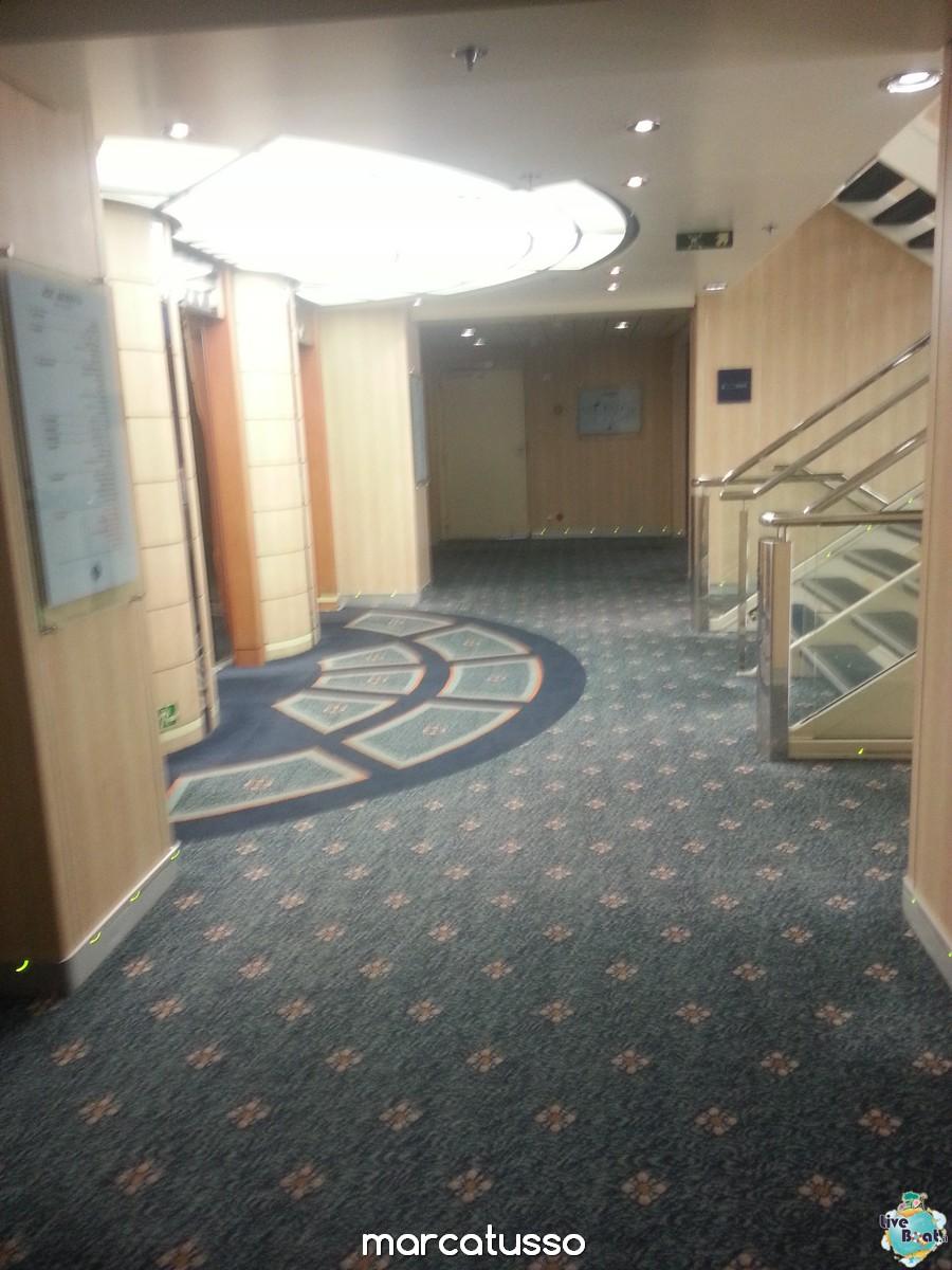 Corridoi e zona ascensori di Msc Armonia-20mscarmonia-liveboat-navedeigiovani-jpg