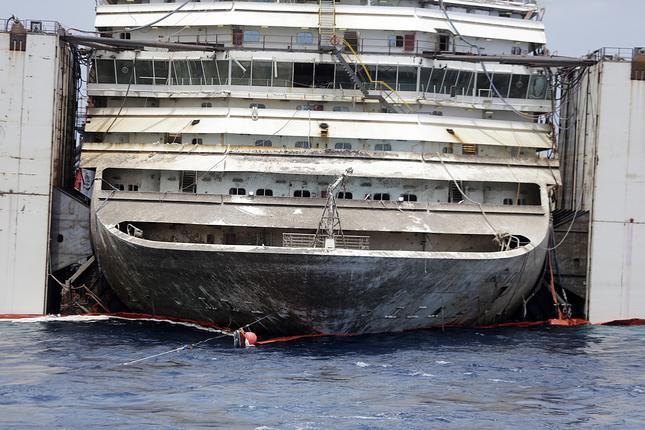 Liveboat in Diretta dall'Isola del Giglio e arrivo a Genova-a8f58fe346be18ed8896f02626c349c1-jpg