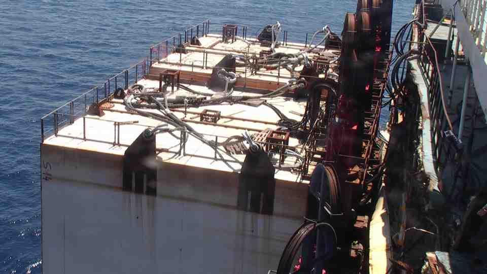 Liveboat in Diretta dall'Isola del Giglio e arrivo a Genova-cassoni-galleggiare-concordia-jpg