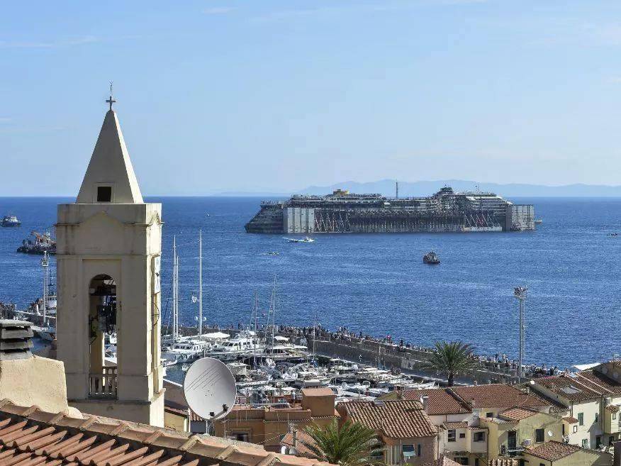 Liveboat in Diretta dall'Isola del Giglio e arrivo a Genova-10568719_527846107345163_2141095551_n-jpg