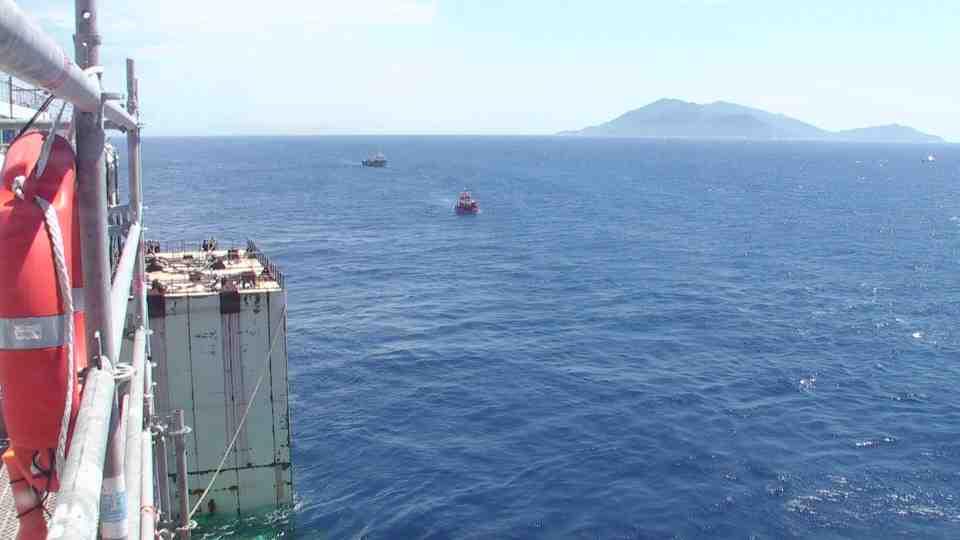 Liveboat in Diretta dall'Isola del Giglio e arrivo a Genova-diretta-costa-concordia-7-jpg