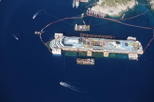 Liveboat in Diretta dall'Isola del Giglio e arrivo a Genova-riprese-aeree-costa-concordia-jpg