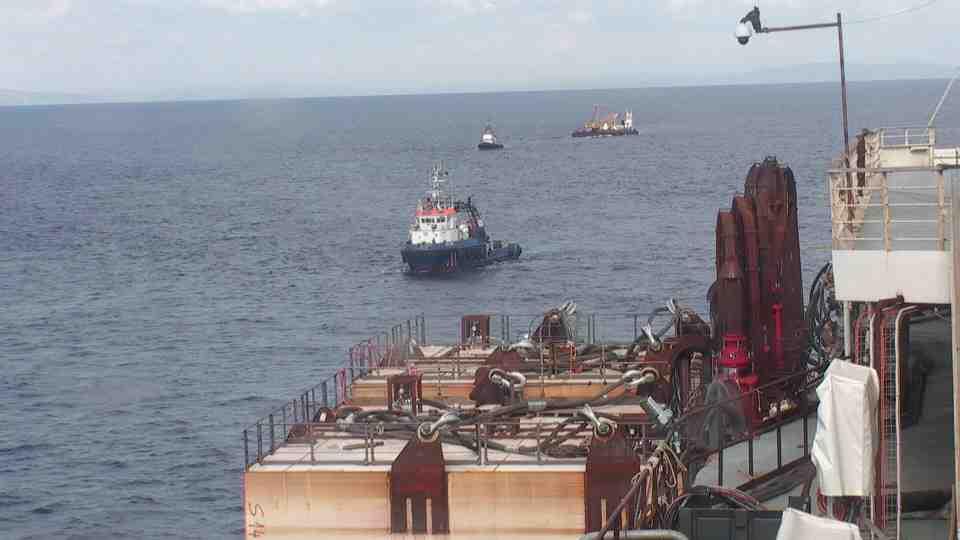Liveboat in Diretta dall'Isola del Giglio e arrivo a Genova-verso-sera-concordia-trainata-rimorchiatori-1-jpg