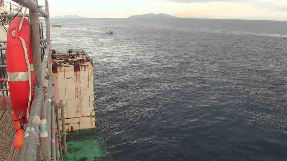 Liveboat in Diretta dall'Isola del Giglio e arrivo a Genova-ore-20-costa-concordia-jpg