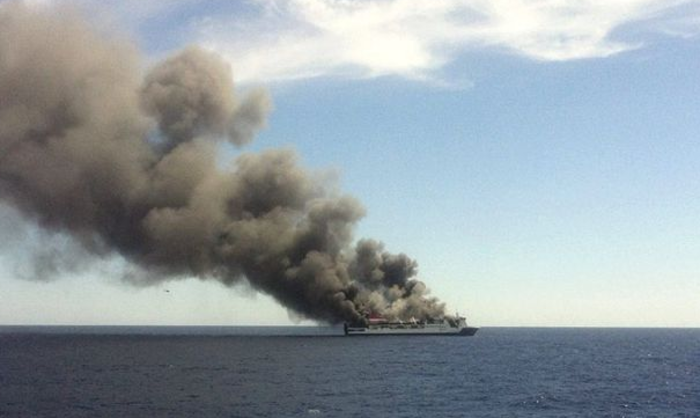 Nave in fiamme
